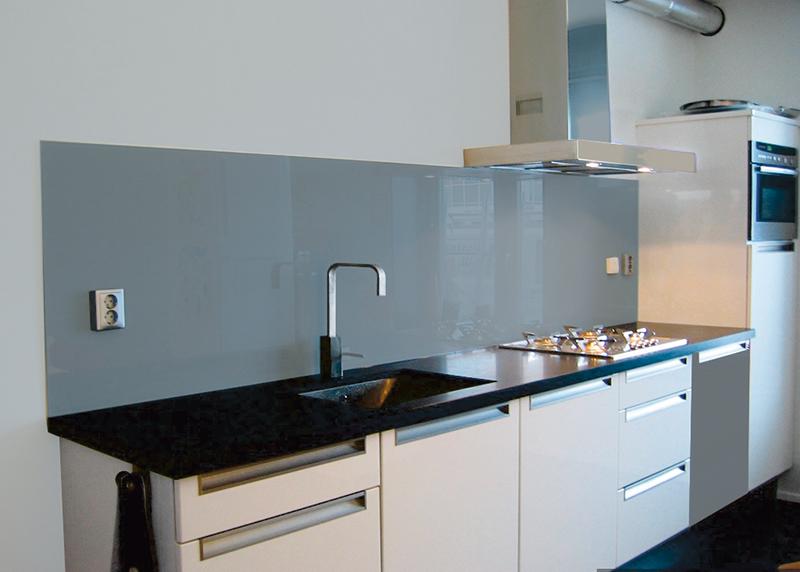 Klasse Keukens Leende : Glazen keukenwand puur geeft uw keuken klasse en allure jac