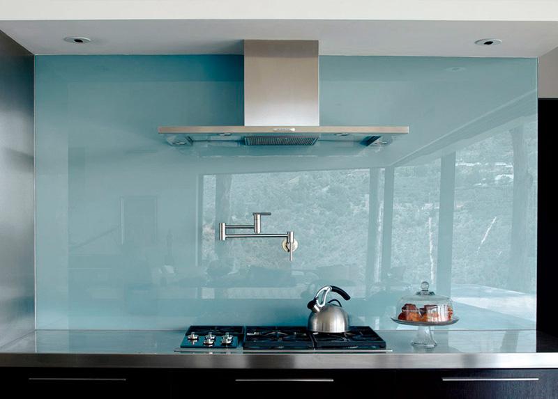 Glazen keukenwanden geven uw keuken klasse en allure.
